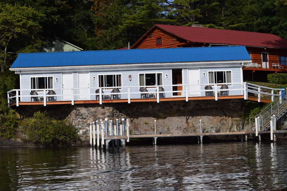 Motels Rooms directly on Lake George